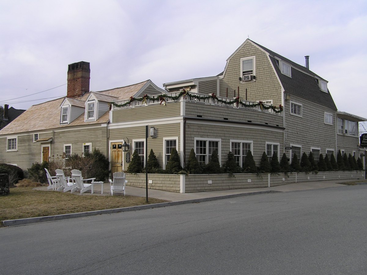 51 Linebrook Road, the Hart House (1678)