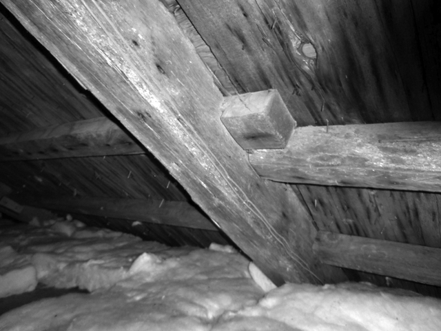 Principal purlin roof construction in the oldest section of the Burnham Patch house
