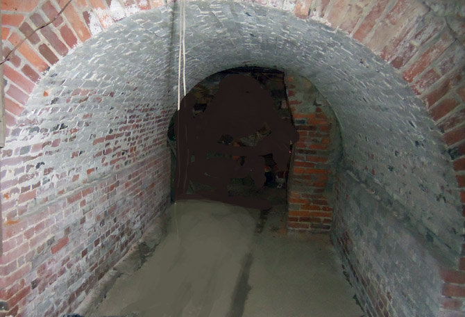 This huge brick arch in the basement supports all of the fireplaces and the chimney.