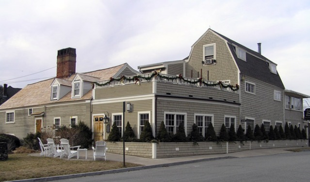 The 1640 Hart House restaurant on Linebrook rd. in Ipswich. The original section of the building is on the right.