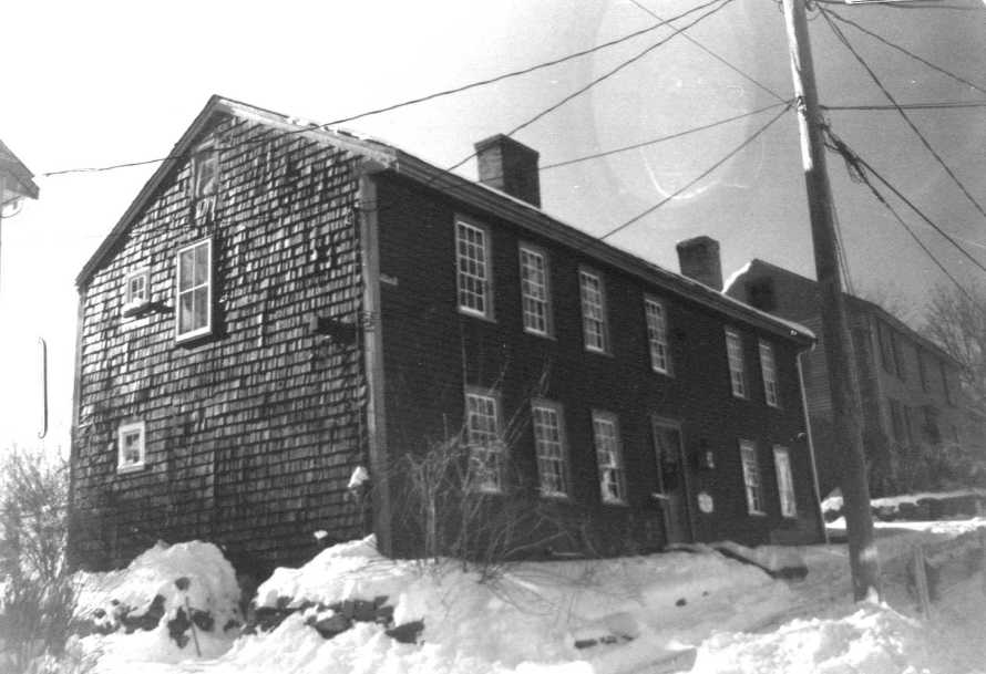 The Willcomb-Pinder house , photo circa 1990 by the Ipswich Historical Commission for the MACRIS site.