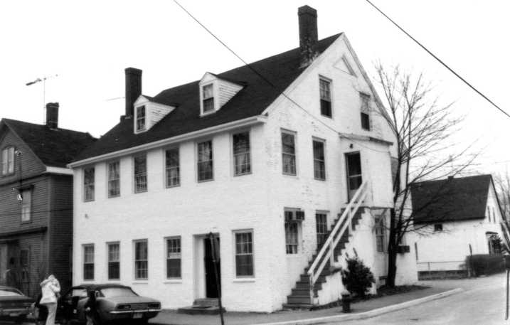 Photo of the William Pulcifer house by the Ipswich Historical Commission, on the MACRIS site.