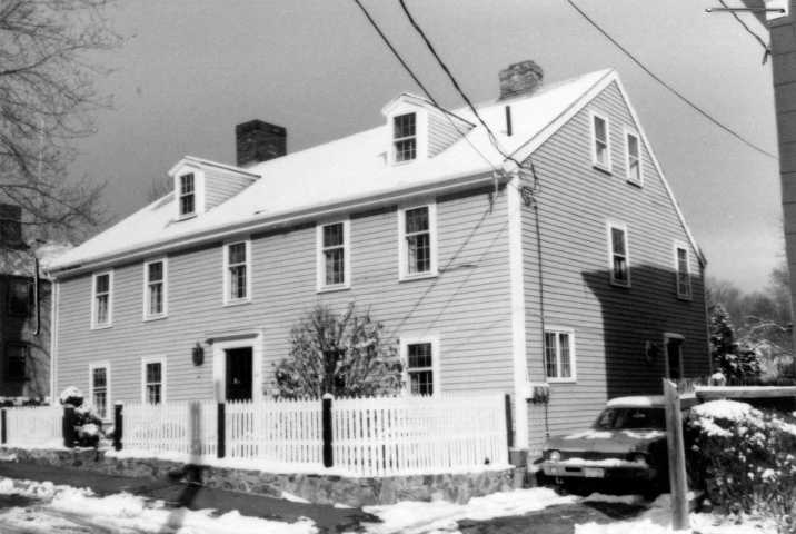 46 Summer Street, Ipswich MA. Photo from the MACRIS site