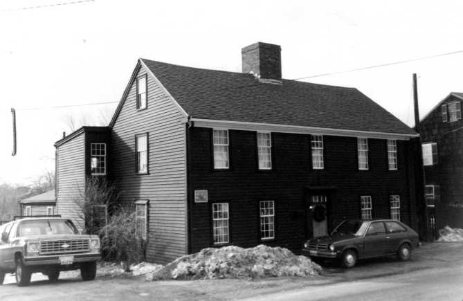 The William Caldwell House in the late 20th Century. Photo from the Massachusetts Cultural and Historic Information System (MACRIS)