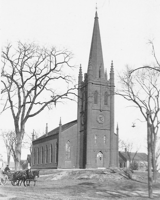 Photo of First Church in Ipswich when it was red