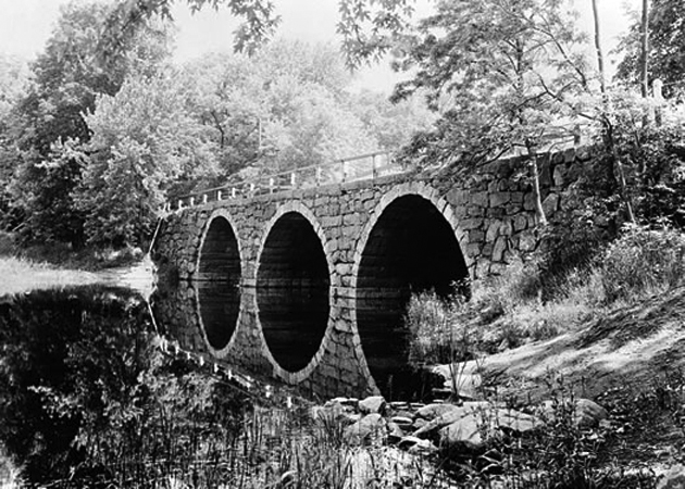 The triple-arch Warner Bridge connects Mill Road in Ipswich with Highland Street in Hamilton