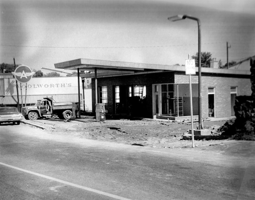 The service station at the corner of Market and Union Streets was converted into the Richdales store.