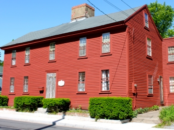 Thomas Dennis, a famous Ipswich cabinet maker built this house on County Street.