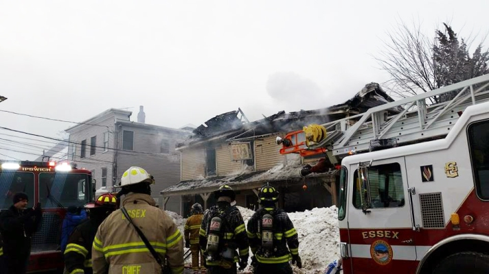 9 am, February 17, 2015. The building appears to be a complete loss. Photo by Niki Tracchia