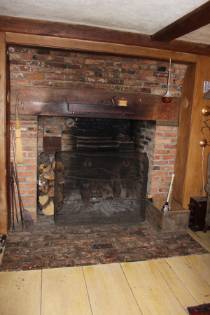 fireplace in the Jeremiah Kinsman house, Ipswich MA