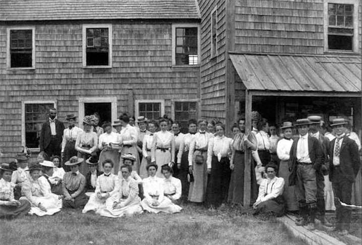 Arthur Wesley Dow with students at his summer art school on Turkey Shore Road.
