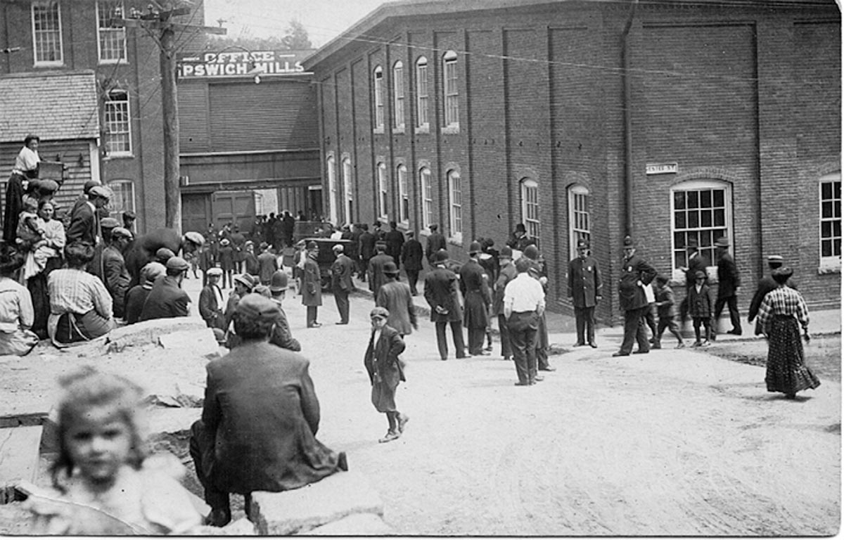 Police at the entrance to the Ipswich Mills during the strik