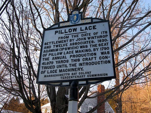 pillow_lace_sign