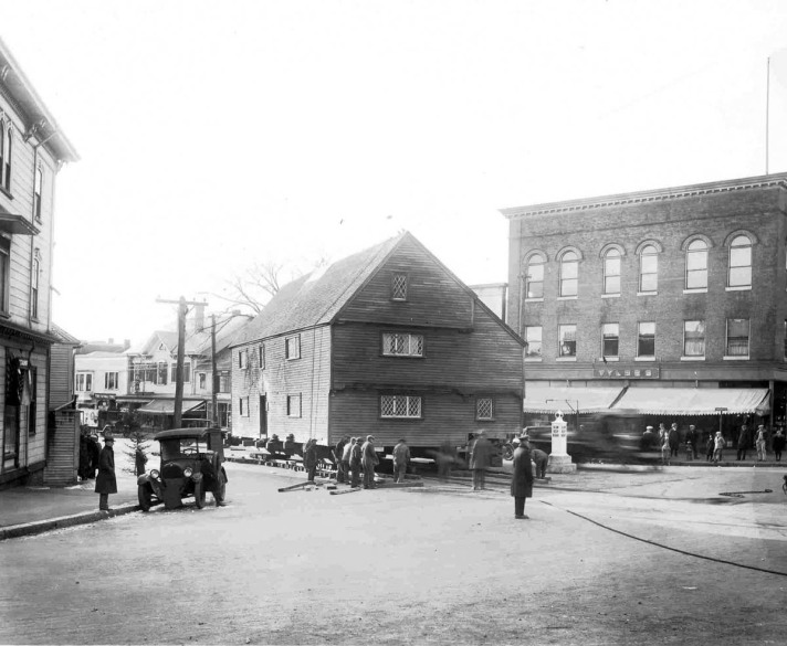 The Whipple House being moved, at the turn from market to South Main.
