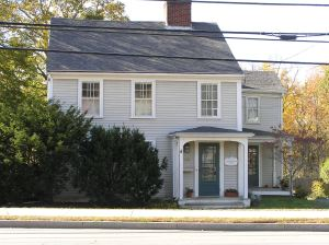 108 High St., the Dow-Harris house (1735) -
