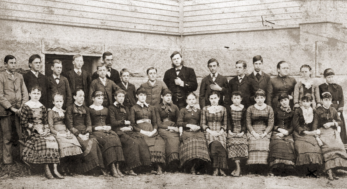 Early photo of Manning School class in Ipswich