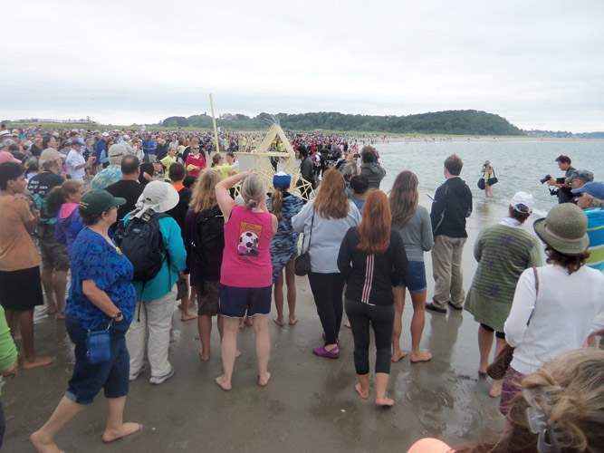 The organizers were unable to get people to back away from the Strandbeests.