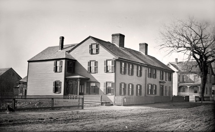 John Edward Lord and his family were living in the house in the late 19th Century.