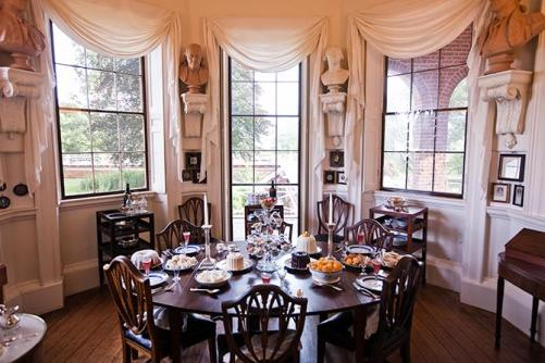 A small dining area at Jefferson's elegant Monticello (Photo courtesy: wired.com)