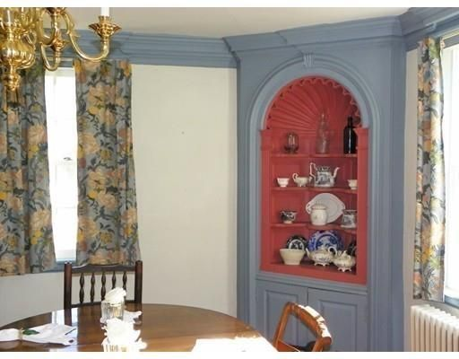 This original cupboard in the Dummer house is identical to one at the Richard Rogers house in Ipswich, MA, believed to hvae been made by Abraham Knowlton.