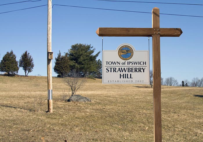 Entrance to Strawberry Hill Conservation Area on Jeffreys Neck Rd., Photo from MassBird.org