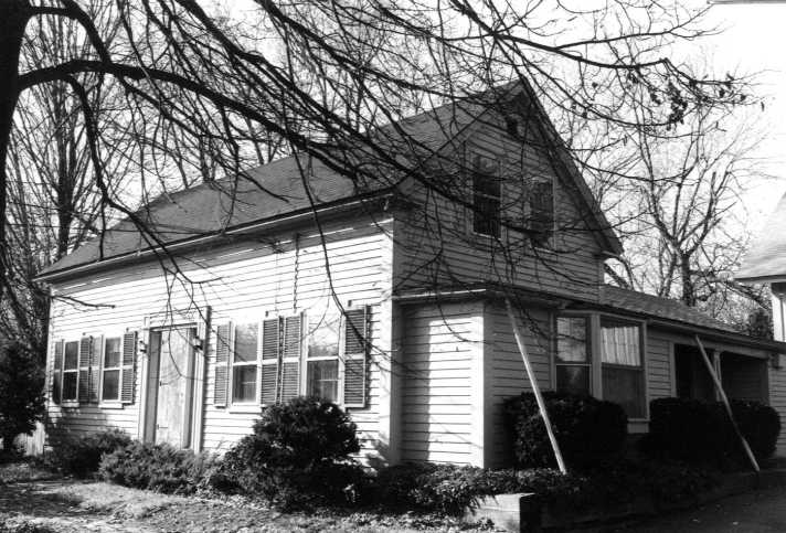 395 Linebrook Rd., the Alvin T. Guilford house (1835)