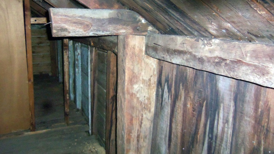 joseph-conant-house-attic-gunstock