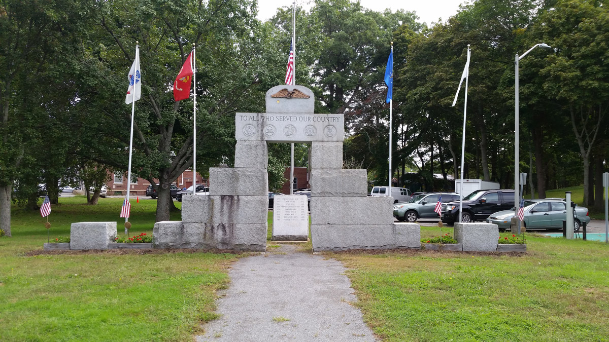 Veterans Memorial at the Middle Green