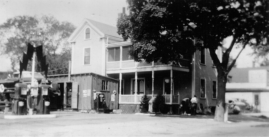 The house at 33 Mineral Street before it was moved from Cetnral Street