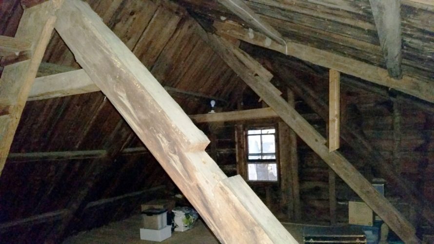 Saltbox colonial house framing