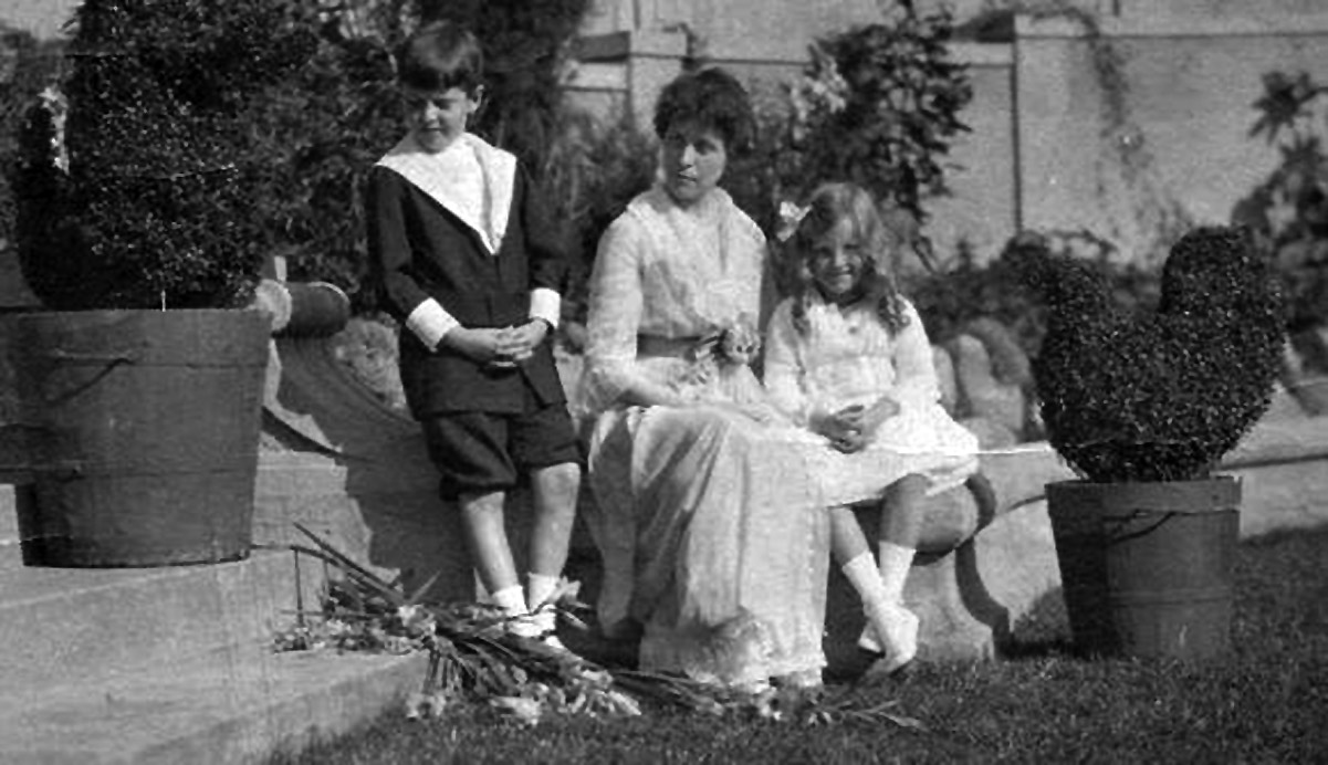 Florence Crane with her children