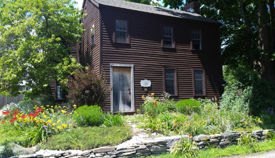 The 1728 Glazier – Sweet house on Water St.
