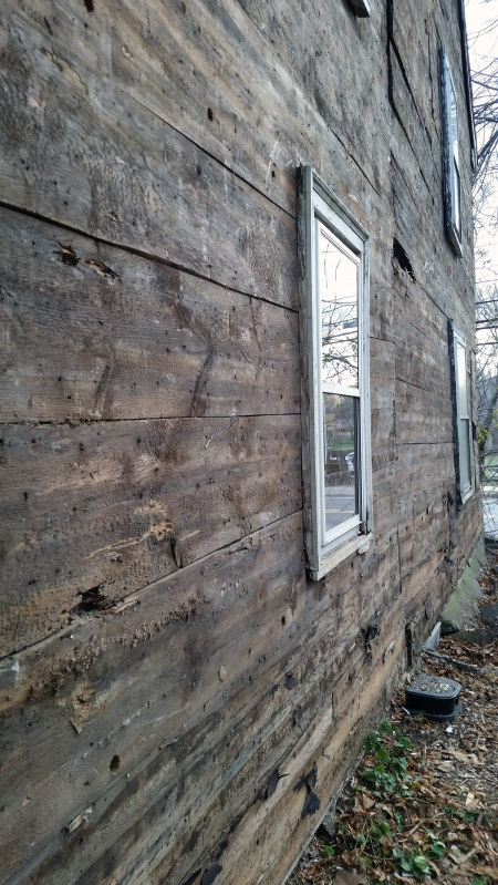 horizontal board sheathing on colonial house