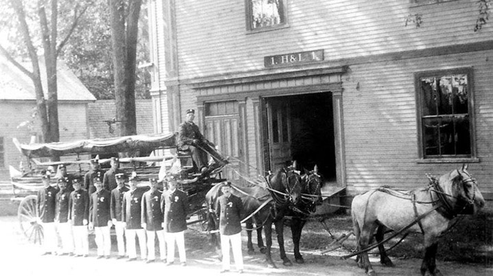 Horse-drawn fire truck at the Old Town Hall in Ipswich