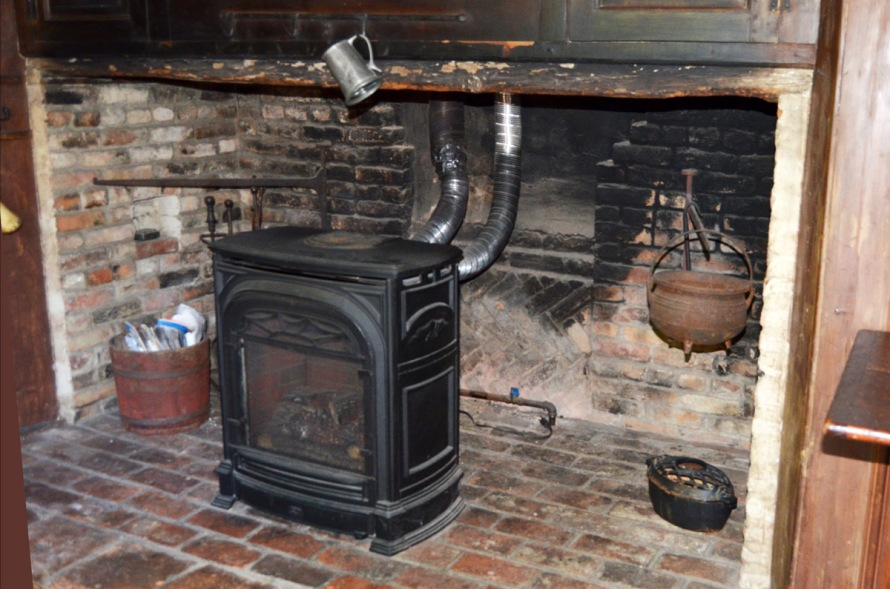 Saltbox cooking fireplace at 115 High St.